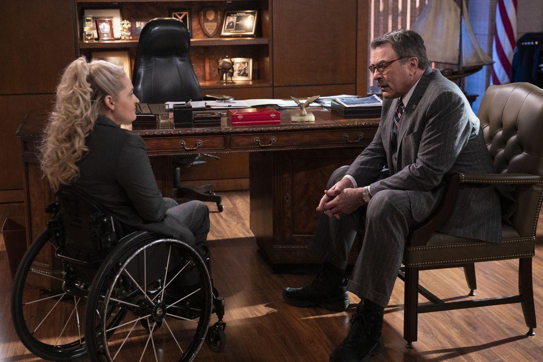 Allison Mulaney (Ali Stroker, l.); Frank Reagan (Tom Selleck, r.) - Bildquelle: Patrick Harbron CBS '2020 CBS Broadcasting Inc. All Rights Reserved. / Patrick Harbron