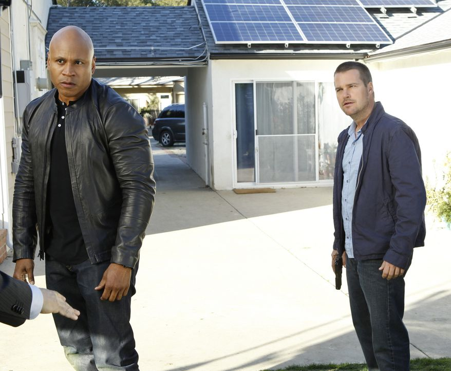 Immer im Einsatz für die Gerechtigkeit: Callen (Chris O'Donnell, r.) und Sam (LL Cool J, l.) ... - Bildquelle: CBS Studios Inc. All Rights Reserved.
