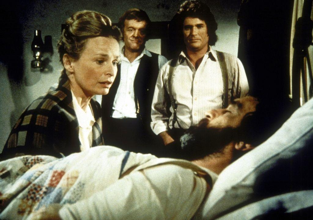 Grace Edwards (Bonnie Bartlett, l.) kniet am Krankenbett ihres Mannes Isaiah (Victor French). Dr. Baker (Kevin Hagen, M.) und Nachbar Charles Ingall... - Bildquelle: Worldvision