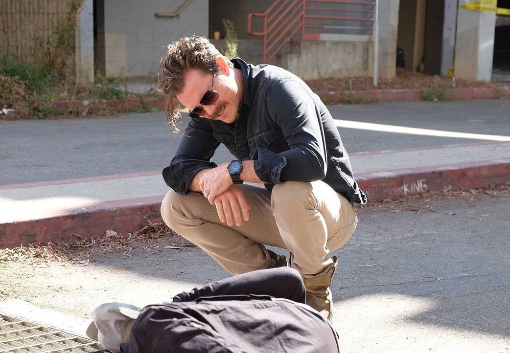 Ein neuer Mordfall beschäftigt Riggs (Clayne Crawford) und Murtaugh. Bei den Ermittlungen landen die beiden plötzlich zwischen den Fronten eines Ban... - Bildquelle: 2016 Warner Brothers