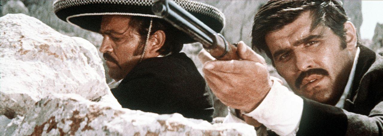 Setzt sich zur Wehr: Der durchtriebene Bandit Santer (Mario Adorf, r.) gibt nicht auf, um seine Pläne zu verwirklichen. Trotz dem Kampf gegen die A... - Bildquelle: Columbia Pictures