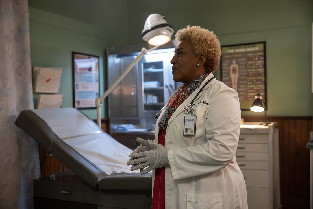Loretta Wade (CCH Pounder) - Bildquelle: Sam Lothridge 2019 CBS Broadcasting Inc. All Rights Reserved. / Sam Lothridge