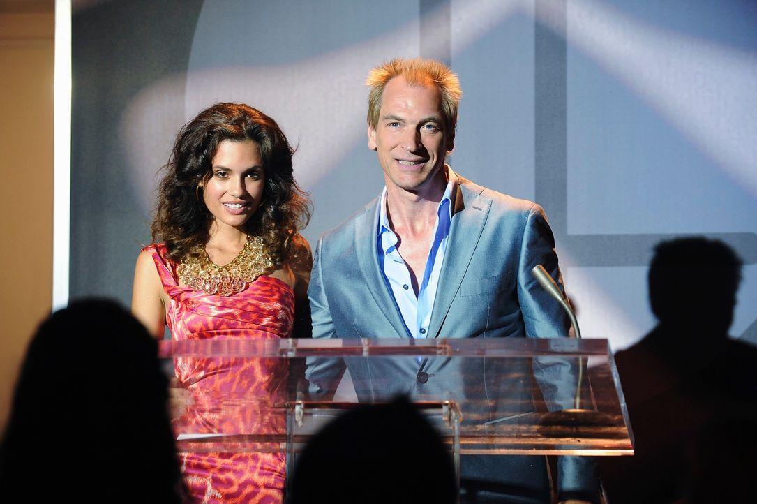 Hat Sierra (Torrey DeVitto, l.) etwas mit dem Mord an dem Model Jenna zu tun? Immerhin ist sie jetzt das neue Gesicht Teddy Farrow (Julian Sands, r.... - Bildquelle: ABC Studios