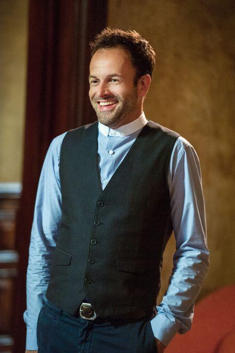 Ermittelt in einem neuen Fall: Sherlock Holmes (Jonny Lee Miller) ... - Bildquelle: CBS Television