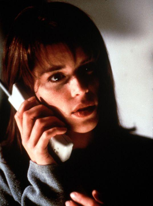 Nach mehreren seltsamen Anrufen zweifelt Sidney (Neve Campbell) an der Unschuld ihres Freundes ... - Bildquelle: Dimension Films