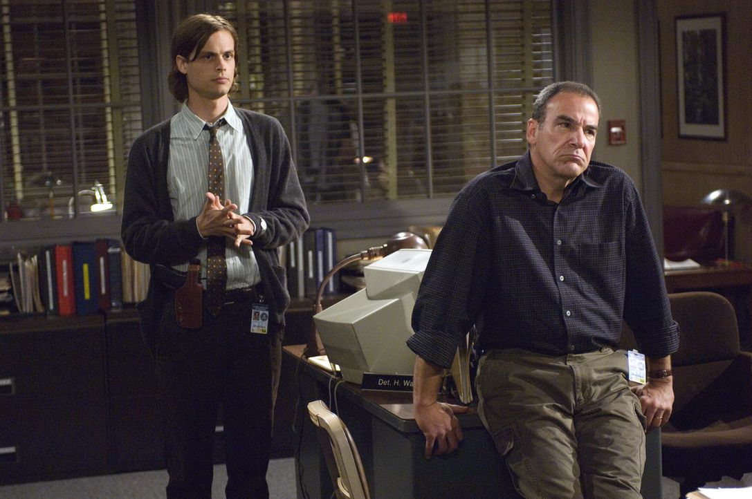 Ein Serienmörder, der unschuldige Obdachlose umbringt, bereitet Reid (Matthew Gray Gubler, l.), Gideon (Mandy Patinkin, r.) Kopfzerbrechen ... - Bildquelle: Touchstone Television