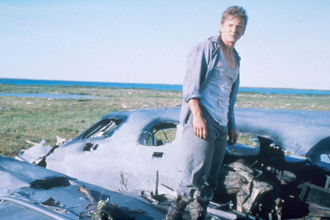 Während des Fluges ist ein Triebwerk explodiert. Wie durch ein Wunder haben der Pilot Charlie Halliday (Barry Pepper) und seine Begleitung den Abst... - Bildquelle: Overseas Filmgroup