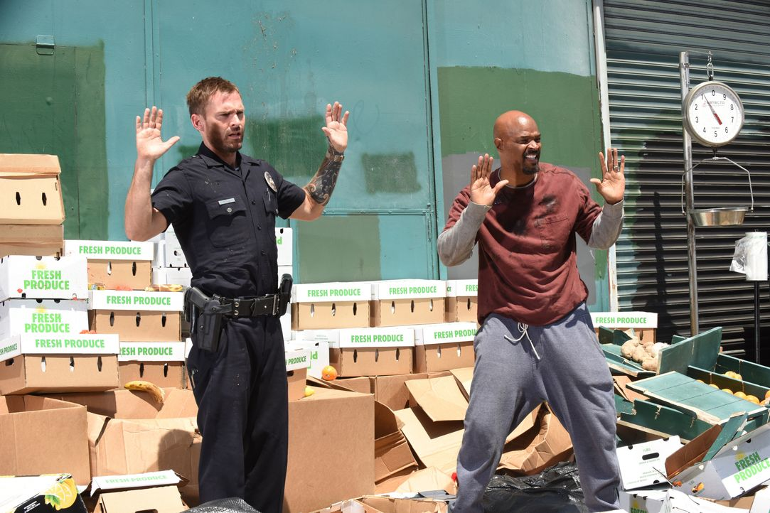 Wesley Cole (Seann William Scott, l.); Roger Murtaugh (Damon Wayans, r.) - Bildquelle: 2018 Warner Bros. Entertainment Inc. All Rights Reserved.