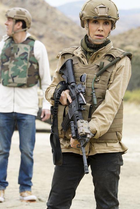 Jack Sloane (Maria Bello) soll in Afghanistan für die Sicherheit des US-Senators Phillips sorgen, doch der Einsatz entwickelt sich als äußerst gefäh... - Bildquelle: Cliff Lipson 2017 CBS Broadcasting, Inc. All Rights Reserved. / Cliff Lipson
