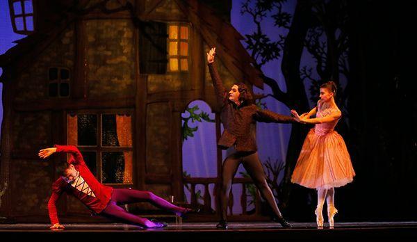 Die Schöne und das Biest als Ballett - Bildquelle: dpa