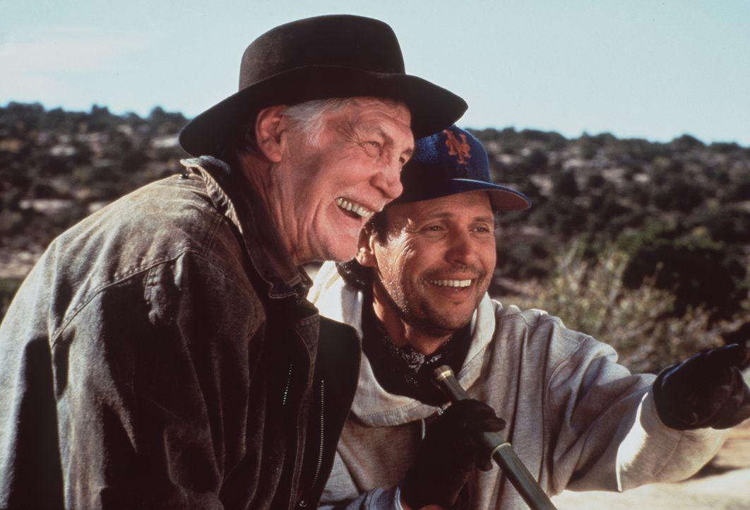 Duke (Jack Palance, l.) und Mitch (Billy Crystal, r.) sehen sich schon am Ziel ihrer Träume angekommen ... - Bildquelle: Warner Bros.