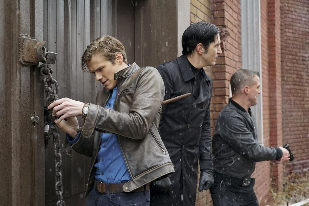 (v.l.n.r.) Angus MacGyver (Lucas Till); Murdoc (David Dastmalchian); Jack Dalton (George Eads) - Bildquelle: Annette Brown CBS © 2017 CBS Broadcasting, Inc. All Rights Reserved. / Annette Brown