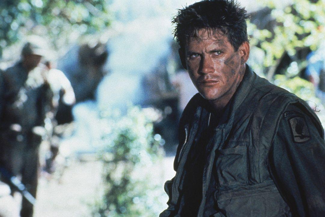 Lt. Jeff Knight (Michael Dudikoff) muss in Vietnam nicht nur gegen einen unsichtbaren Feind kämpfen, sondern auch gegen seine neurotischen Soldaten... - Bildquelle: Cannon Film Distributors