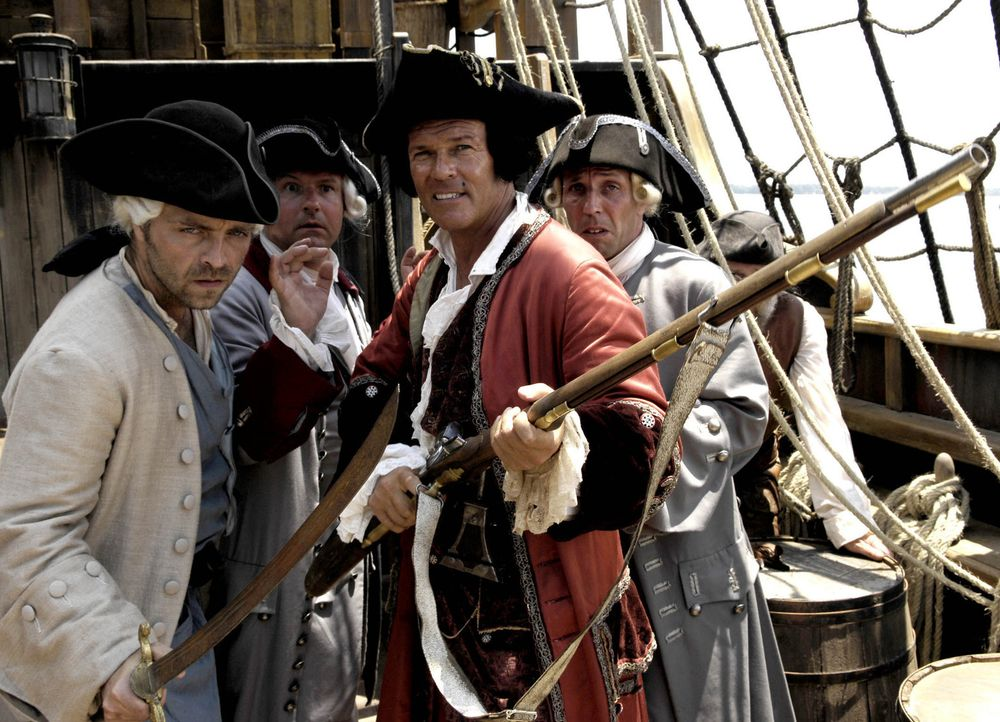 Kaum taucht die legendäre Schatzinsel am Horizont auf, da meutern auch schon die angeblichen Seeleute und übernehmen das Kommando an Bord. (v.l.n.... - Bildquelle: Gordon Mühle ProSieben