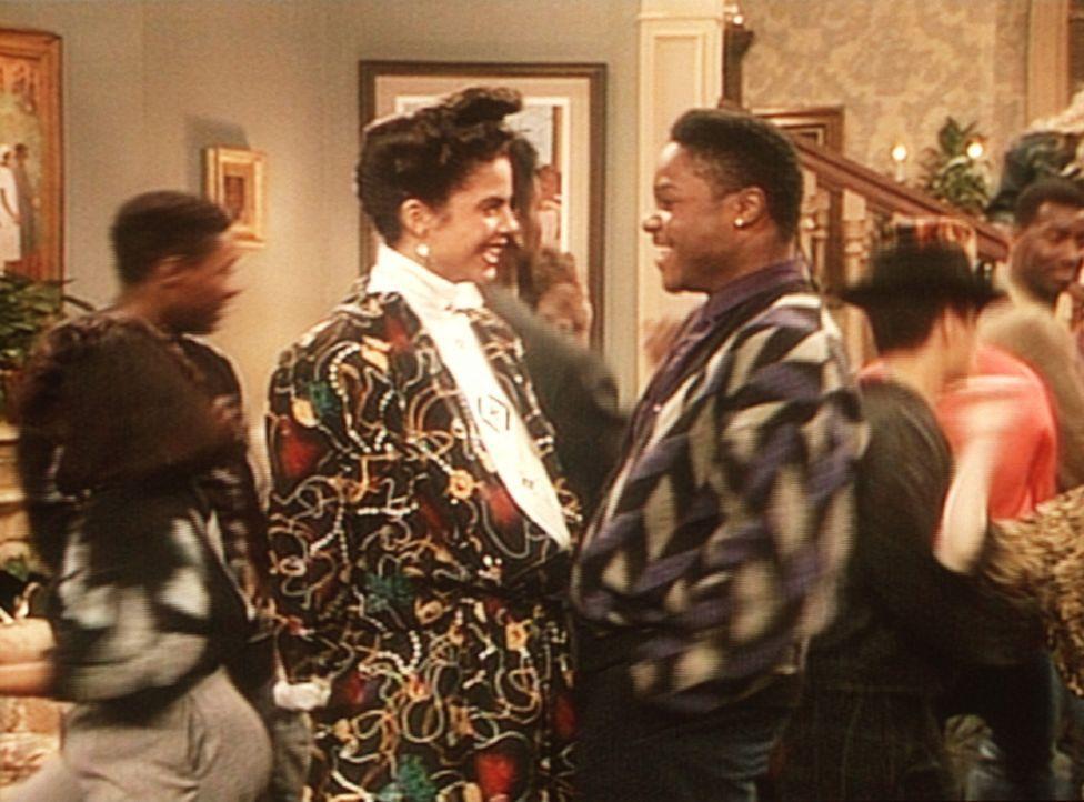 Aus der kleinen Party, die Theo (Malcolm-Jamal Warner, r.) geplant hatte, ist eine Riesen-Fete geworden. - Bildquelle: Viacom
