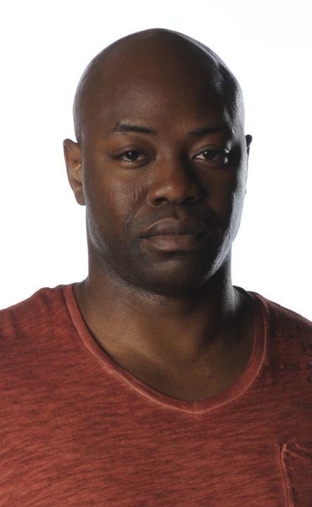 (2. Staffel) - Um Verbrechen aufklären zu können,  riskiert Leo (Dayo Ade) auch oft sein eigenes Leben ... - Bildquelle: CBC 2013