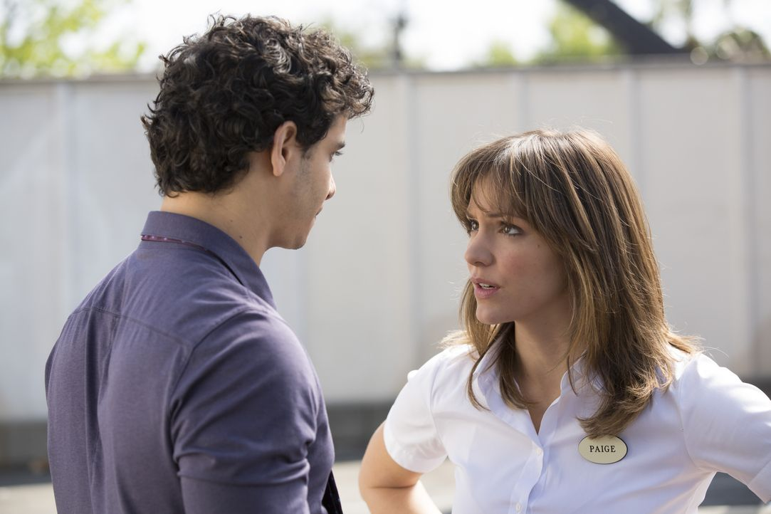 Kann die junge Mutter Paige Dineen (Katharine McPhee, r.) dem übernormal schlauen Walter O'Brien (Elyes Gabel, l.) tatsächlich helfen? - Bildquelle: Jessica Brooks 2014 CBS Broadcasting, Inc. All Rights Reserved / Jessica Brooks