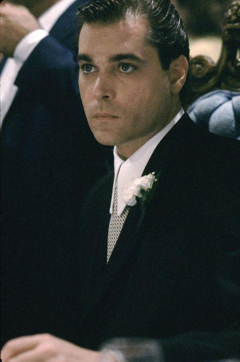 Henry Hill (Ray Liotta) ist schon als Kind fasziniert von dem Gaunermilieu in seinem Wohnviertel. Er dient sich als Bote für die Mafia hoch und mach... - Bildquelle: Warner Bros.
