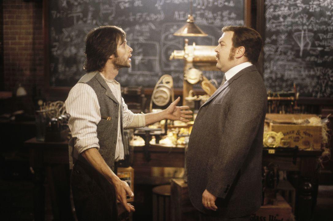 David Filby (Mark Addy, r.) macht sich Sorgen um seinen Freund den Wissenschaftler Alexander Hartdegen (Guy Pearce, l.) ... - Bildquelle: Warner Bros. Pictures