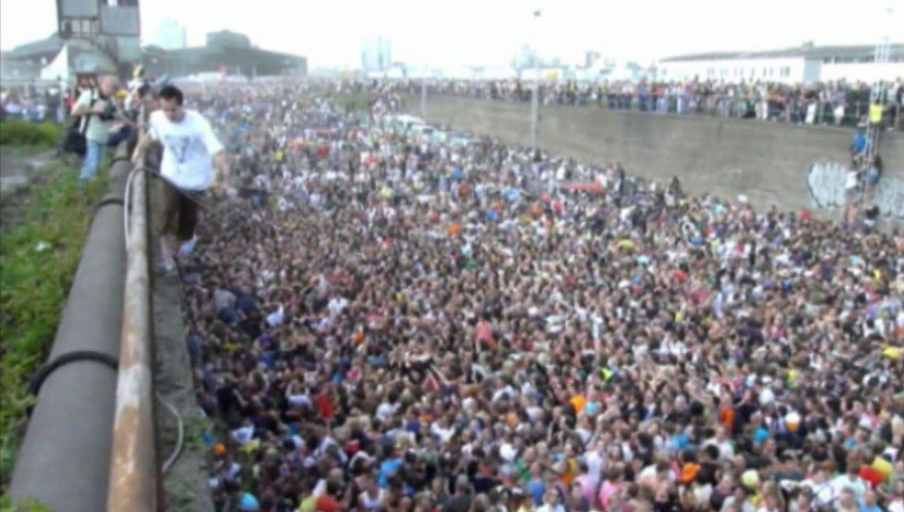 Die größten Tragödien: die Loveparade 2010 ... - Bildquelle: kabel eins