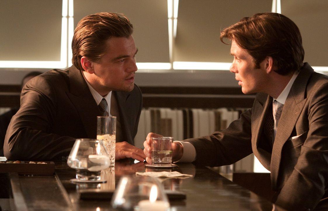 Wird es Cobb (Leonardo DiCaprio, l.) und seinem Team gelingen, den einflussreichen Konzernerben Robert Fischer (Cillian Murphy, r.) zu täuschen und... - Bildquelle: 2010 Warner Bros.
