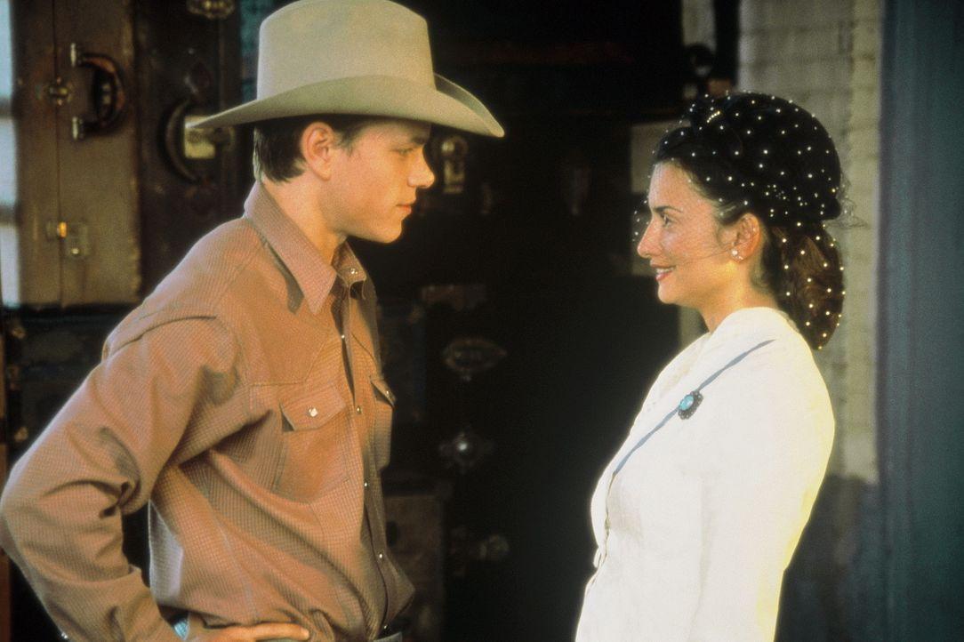 In Mexiko finden John (Matt Damon, l.) und Lacey schließlich Arbeit auf der riesigen Ranch von Don Rocha, der besonders von Johns Umgang mit Pferde... - Bildquelle: Sony Pictures Entertainment