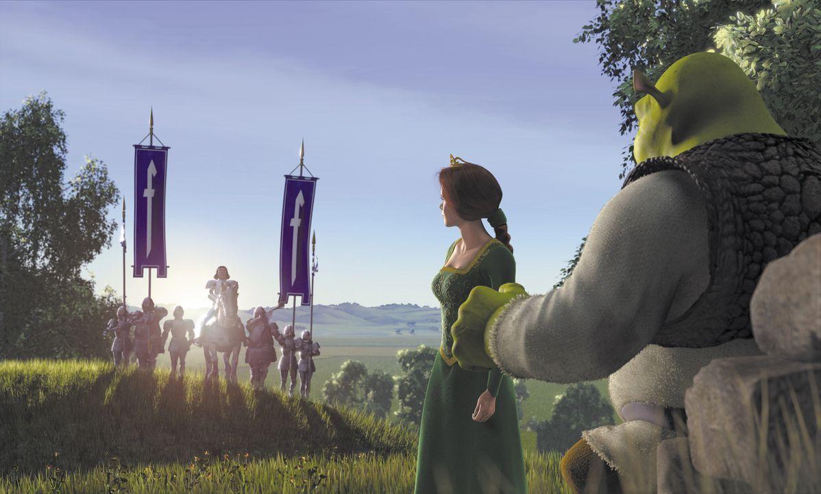Als Prinzessin Fiona (2.v.r.) ihrem zukünftigen Gatten Lord Farquaad (l.) gegenübersteht, könnte Shrek (r.) in seine geliebten Sümpfe zurückkehren -... - Bildquelle: TM &   2001 DreamWorks L.L.C.