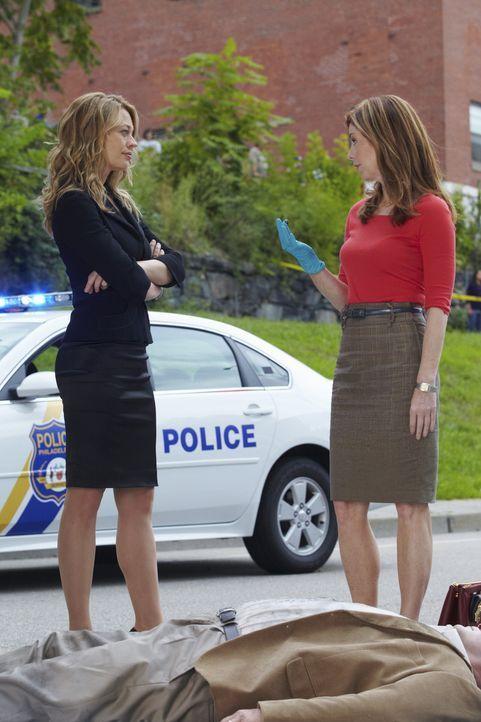 Ein neuer Fall beschäftigt Megan (Dana Delany, r.) und Kate Murphy (Jeri Ryan, l.) ... - Bildquelle: ABC Studios