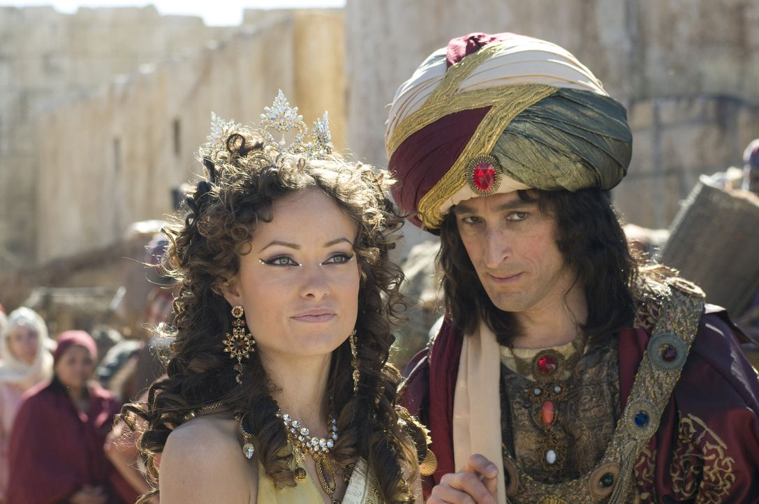 Der Premierminister (David Pasquesi, r.) und Prinzessin Inanna (Olivia Wilde, l.) träumen von Macht, von großer Macht ... - Bildquelle: 2009 Columbia Pictures Industries, Inc. All Rights Reserved.