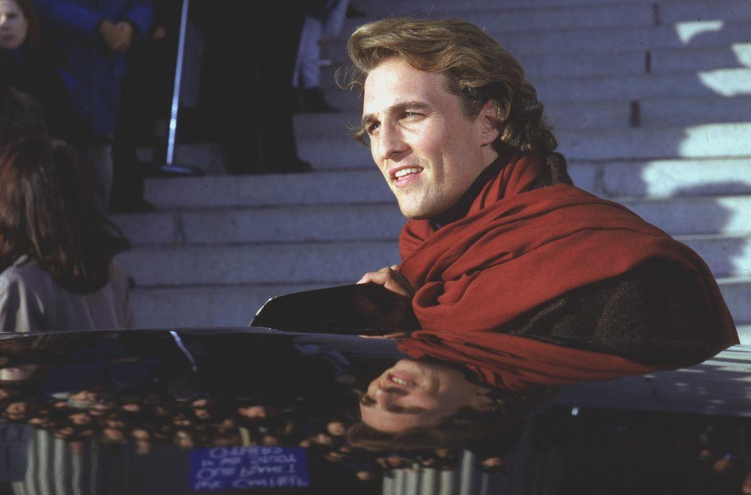 Fasziniert von Ellies Erfolg unterstützt Palmer Joss (Matthew McConaughey) sie mit Leibeskräften ... - Bildquelle: Warner Bros. Pictures