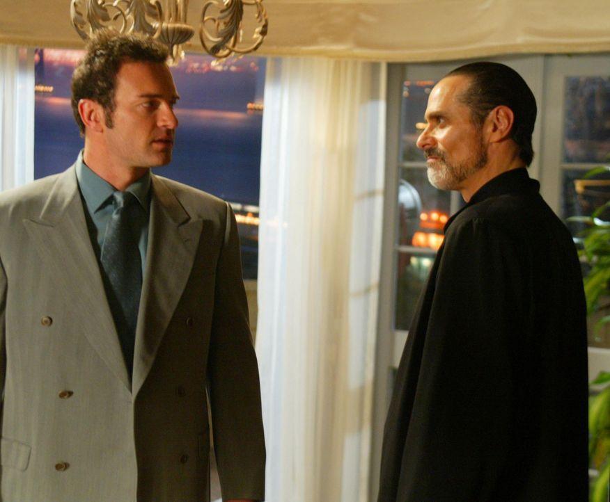 Cole (Julian McMahon, l.) hat die Hoffnung noch nicht aufgegeben, Phoebes Liebe wieder zurückzugewinnen ... - Bildquelle: Paramount International Television