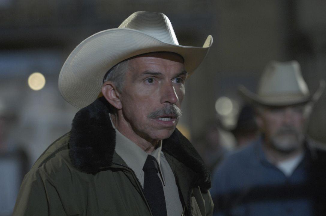 Kann man ihm trauen? Sheriff Bock (Bob Rumnock) ... - Bildquelle: 2008 Worldwide SPE Acquisitions Inc. All Rights Reserved.