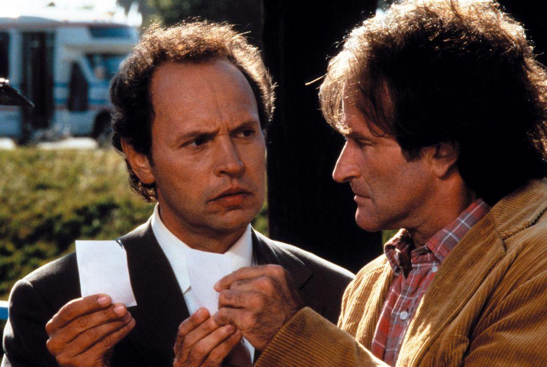 Dale Putley (Robin Williams, r.) und Jack Lawrence (Billy Crystal, l.) stellen fest, dass sie das gleiche Ziel verfolgen ... - Bildquelle: Warner Bros. Television
