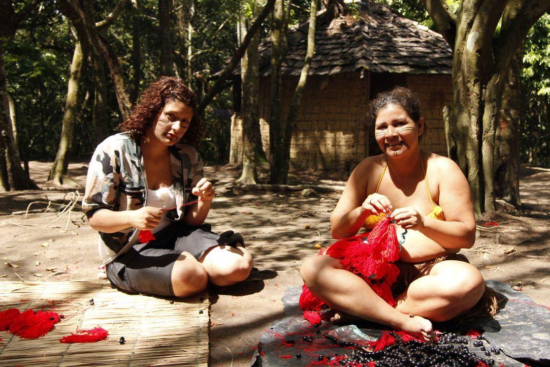 In Angelinas (l.) Welt wird Faulheit ganz groß geschrieben, doch in Brasilien soll sich das ändern ... - Bildquelle: kabel eins
