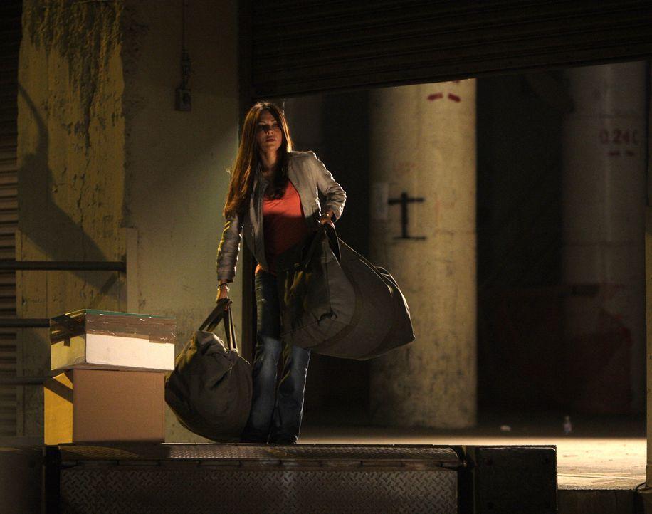 Kim (Vanessa Marcil) befindet sich auf der Flucht ... - Bildquelle: Warner Bros. Entertainment Inc.