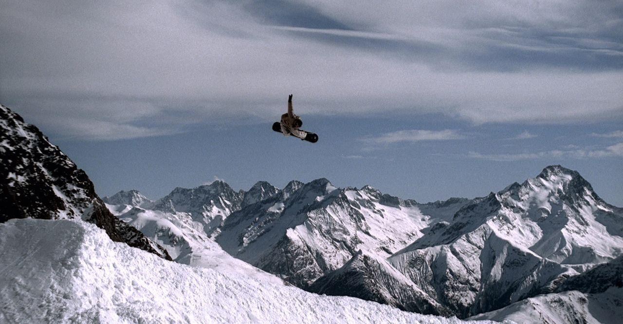 Der talentierte, junge Snowboarder Gaspard (Nicolas Duvauchelle) ist Angestellter in einem Snowboard-Laden in Alpe d´Huez. Dort träumt er von eine... - Bildquelle: Canal+