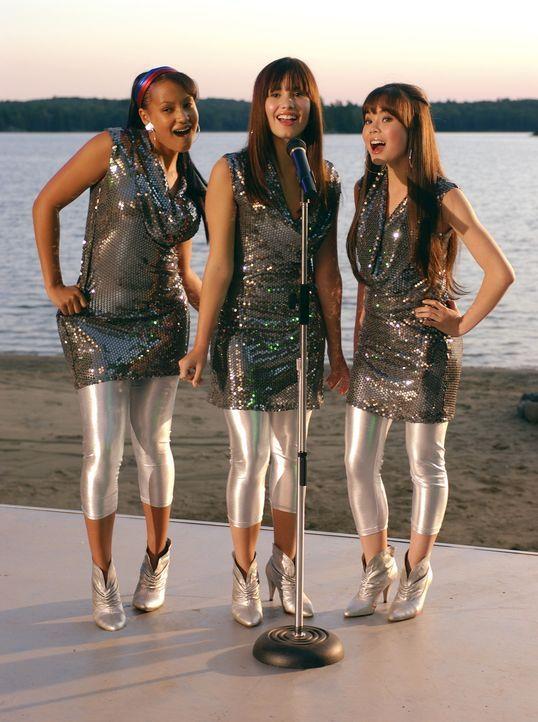 Legen eine wahnsinnige Show hin: (v.l.n.r.) Peggy (Jasmine Richards), Mitchie (Demi Lovato) und Ella (Anna Maria Perez de Tagle) ... - Bildquelle: 2007 DISNEY CHANNEL. All rights reserved.
