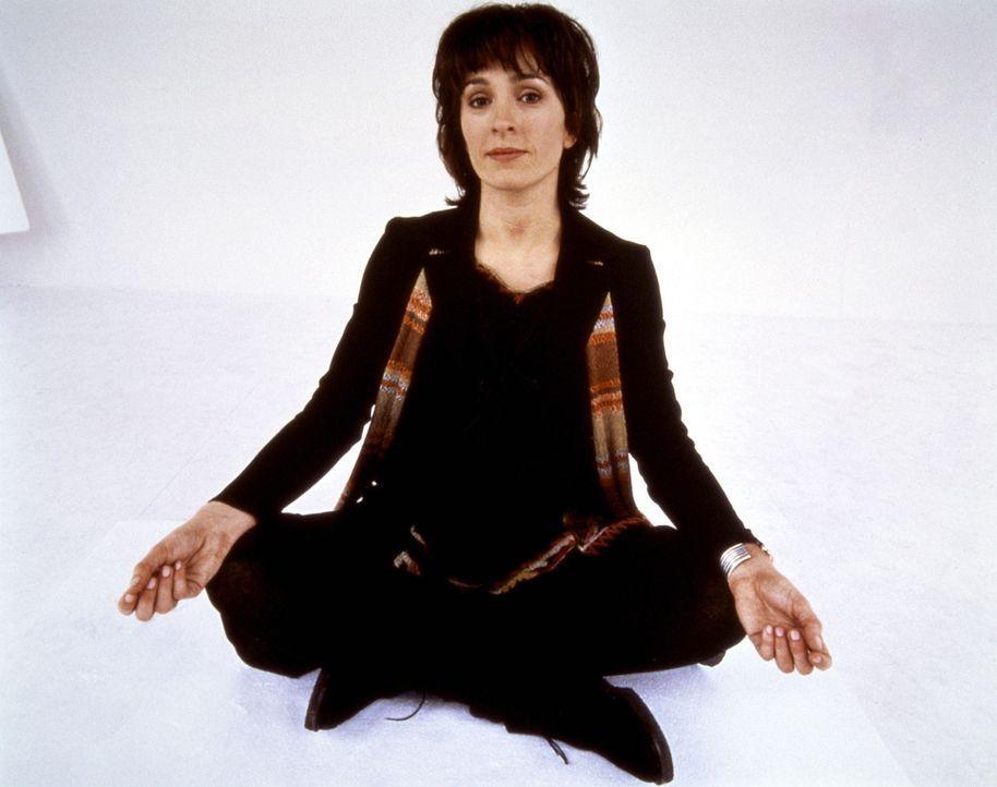 Mit ein wenig Yoga sollten sich auch halbtote Rock-Legenden reanimieren lassen - das glaubt zumindest Karen Knowles (Juliet Aubrey) ... - Bildquelle: Columbia Pictures