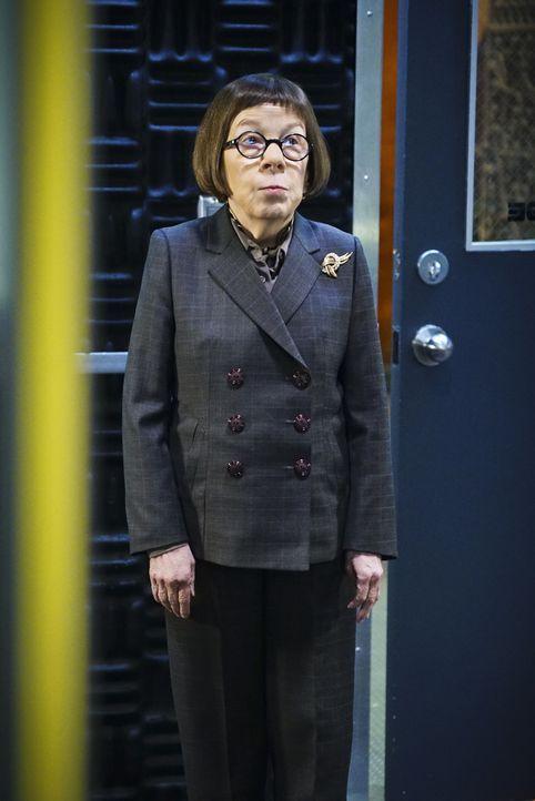 Hat einen neuen Auftrag für ihr Team: Hetty (Linda Hunt) ... - Bildquelle: Sonja Flemming 2016 CBS Broadcasting, Inc. All Rights Reserved