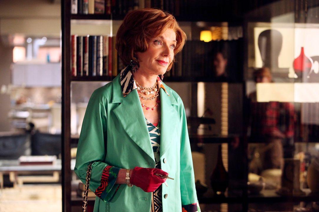 Martha (Susan Sullivan) überbringt ihrem Sohn Richard die Nachricht vom Tod des Late-Night-Show Moderators Bobby Mann. - Bildquelle: ABC Studios