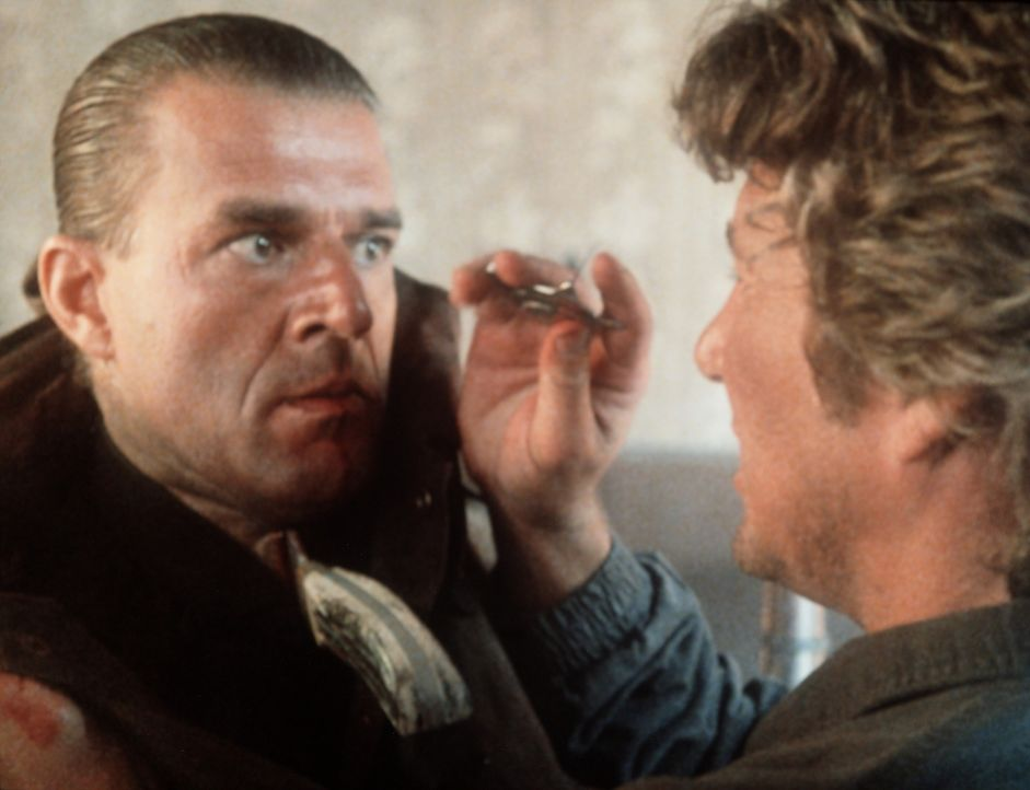 Der Gangsterboss Losado (Jeroen Krabbé, l.) ist für den Tod eines Kollegen von Eddie (Richard Gere, r.) verantwortlich, und dafür muss er büßen... - Bildquelle: TriStar Pictures