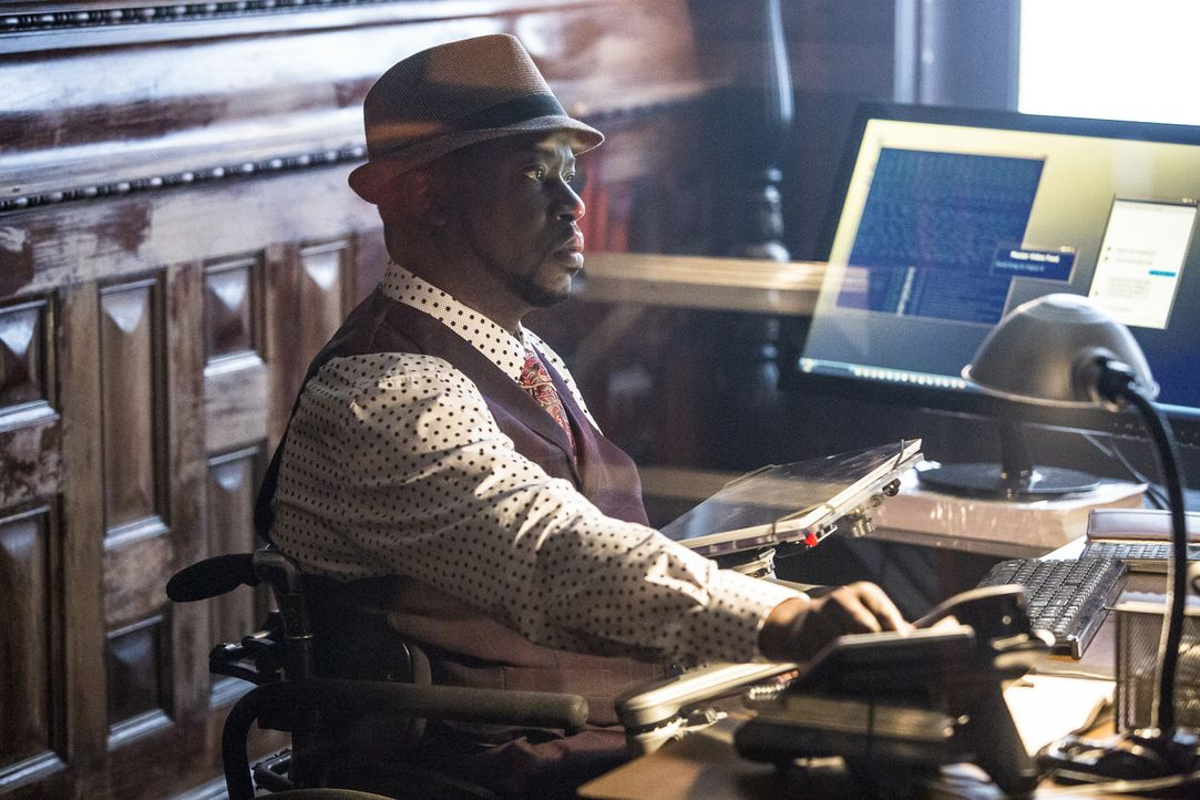 Patton (Daryl Chill Mitchell) versucht mit Hilfe seiner früheren Glücksspiel-Fähigkeiten, Garcia bei einem Undercover-Einsatz zu überführen. Doch pl... - Bildquelle: Skip Bolen 2016 CBS Broadcasting, Inc. All Rights Reserved
