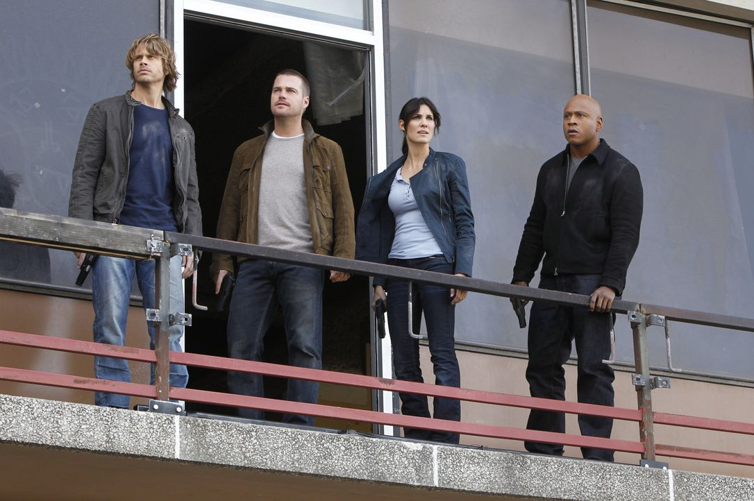 Ermitteln in einem neuen Fall: Deeks (Eric Christian Olsen, l.), Callen (Chris O'Donnell, 2.v.l.), Kensi (Daniela Ruah, 2.v.r.) und Sam (LL Cool J,... - Bildquelle: CBS Studios Inc. All Rights Reserved.
