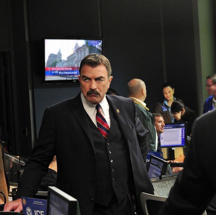 Durch eine abgefangene E-Mail erfährt die Polizei, dass jemand vorhat, in New York eine Bombe zu zünden. Frank Reagan (Tom Selleck) muss schnell ent... - Bildquelle: 2010 CBS Broadcasting Inc. All Rights Reserved