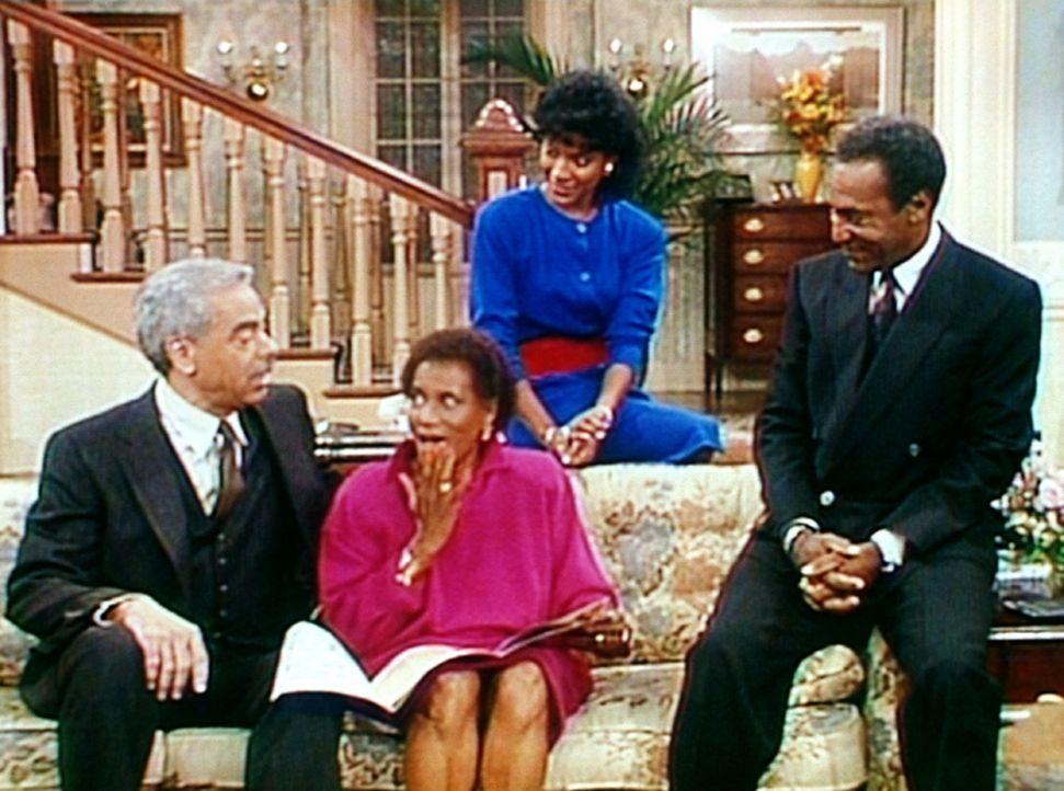 Cliffs Eltern Anna (Clarice Taylor, 2.v.l.) und Russell (Earle Hyman, l.) verleben ihren Hochzeitstag bei ihrem Sohn Cliff (Bill Cosby, r.) und sein... - Bildquelle: Viacom