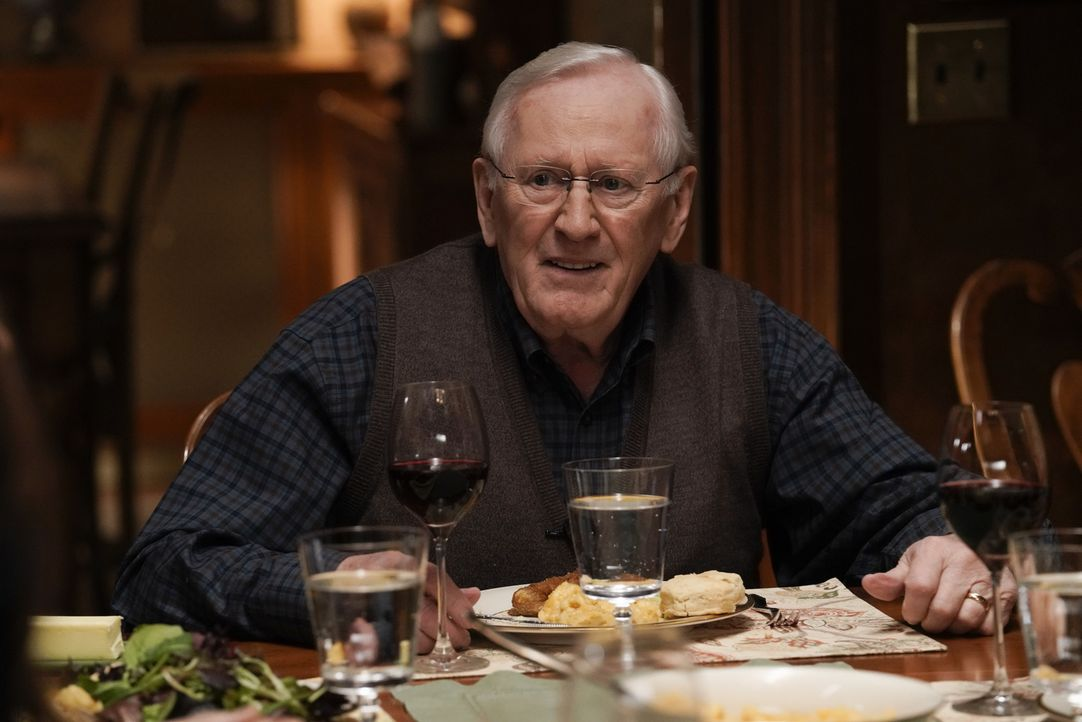 Henry Reagan (Len Cariou) - Bildquelle: Patrick Harbron 2018 CBS Broadcasting, Inc. All Rights Reserved.