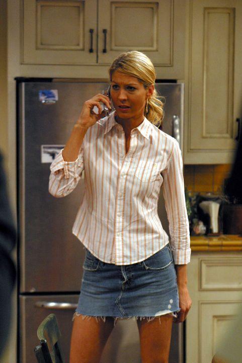 Frankie (Jenna Elfman) sorgt für Aufregung im Hause Harper ... - Bildquelle: Warner Brothers Entertainment Inc.