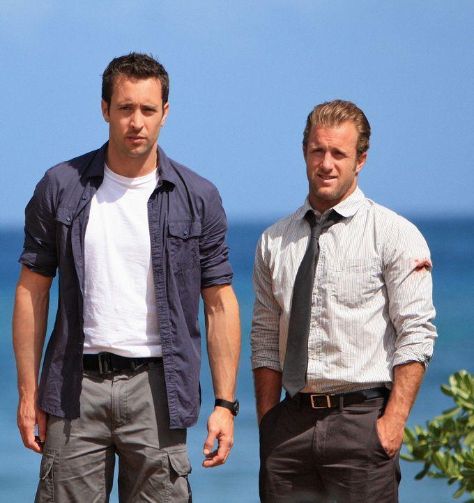 Um den Mord an seinem Vater aufzudecken, nimmt Steve McGarrett (Alex O'Loughlin, l.) das Angebot von der Gouverneurin von Hawaii an und bildet gemei... - Bildquelle: TM &   2010 CBS Studios Inc. All Rights Reserved.