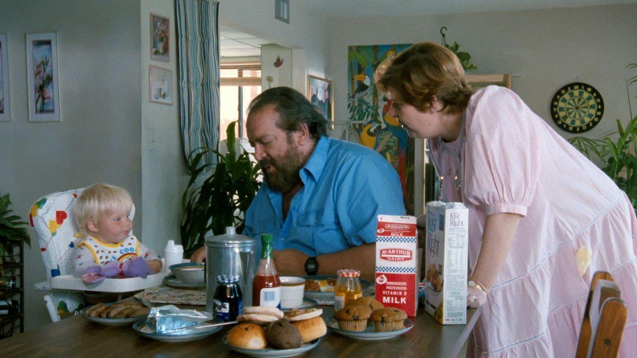Bull Webster (Bud Spencer, M.); Betty Webster (Sharon Madden, r.) - Bildquelle: Tobis Film