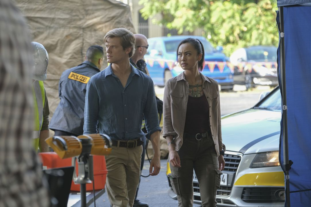 Angus MacGyver (Lucas Till, l.); Desi Nguyen (Levy Tran, r.) - Bildquelle: Mark Hill 2020 CBS Broadcasting, Inc. All Rights Reserved / Mark Hill
